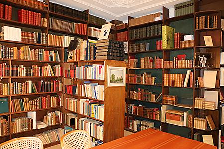 Antiquariat Innenansicht mit bibliophilen Büchern